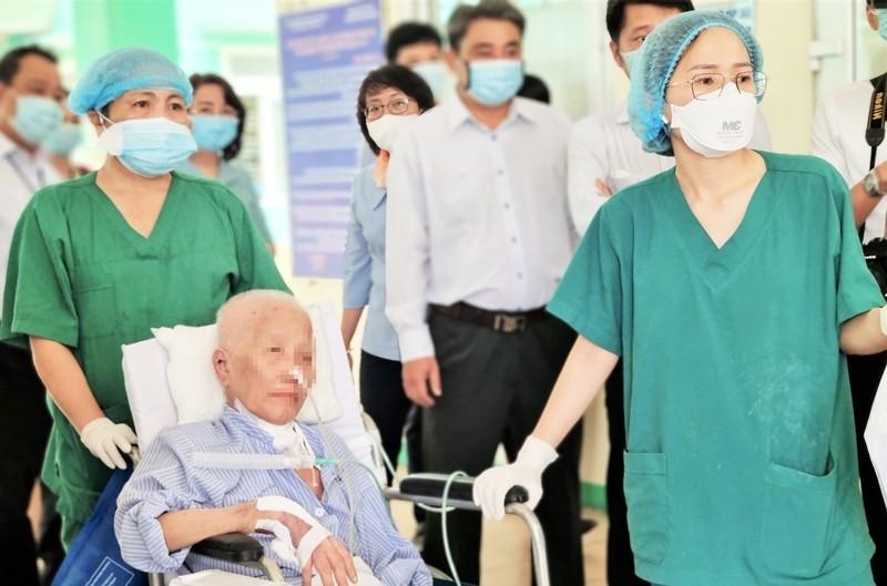 Bệnh nhân Covid-19 nặng nhất Việt Nam khỏi bệnh sau 9 lần xét nghiệm âm tính