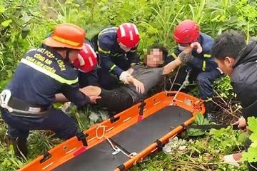 Gặp nạn ở đèo Hải Vân, nam thanh niên rơi xuống vực sâu 30m