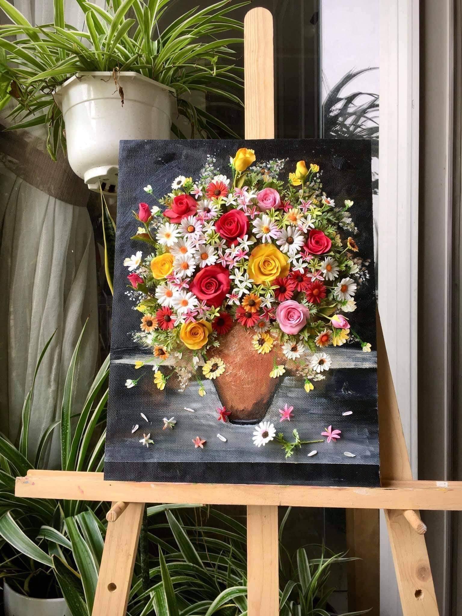 Người phụ nữ Sài thành 'vẽ tranh' bằng đất sét, cảm giác chân thực như chạm tay vào đóa hoa rực rỡ