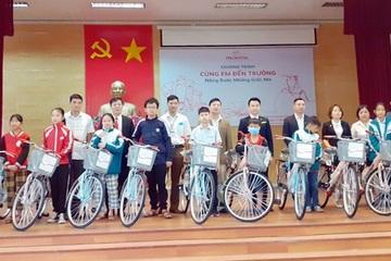 Quảng Ninh: Tặng xe đạp cho học sinh nghèo hiếu học
