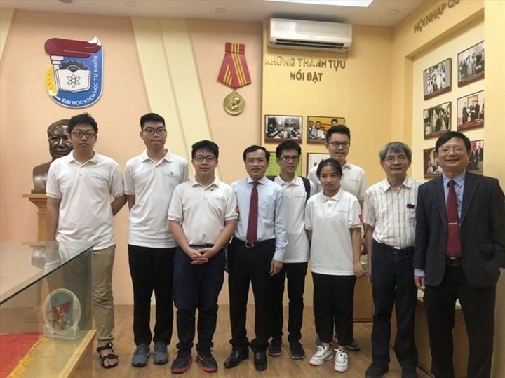 TP Hồ Chí Minh: Học sinh đạt huy chương vàng thi Olympic quốc tế được thưởng 200 triệu đồng