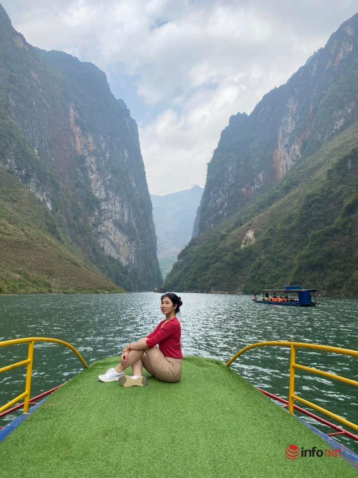 Chèo thuyền trên sông Nho Quế hút khách tại Hà Giang
