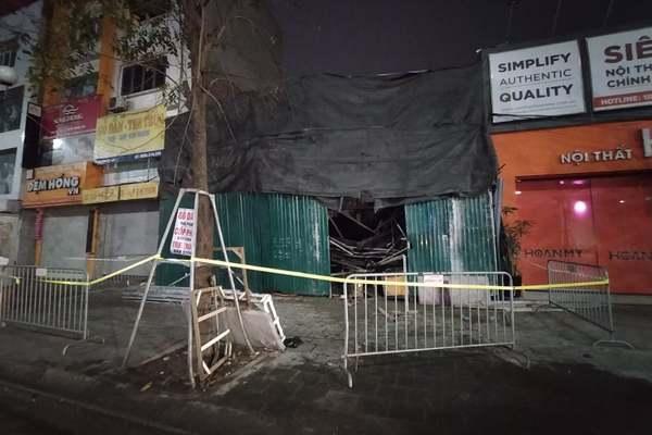 Sập giàn giáo khi đổ bê tông lúc nửa đêm, một người mắc kẹt