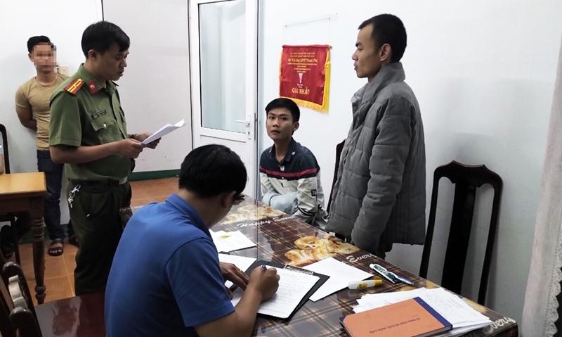 """""""Bóc gỡ"""" đường dây vận chuyển, lưu hành tiền giả ở huyện miền núi Quảng Nam"""