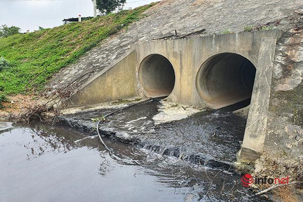 Huế: Sản xuất giấy nhả khói hôi khét, xả nước thải 'bức tử' hồ Châu Sơn