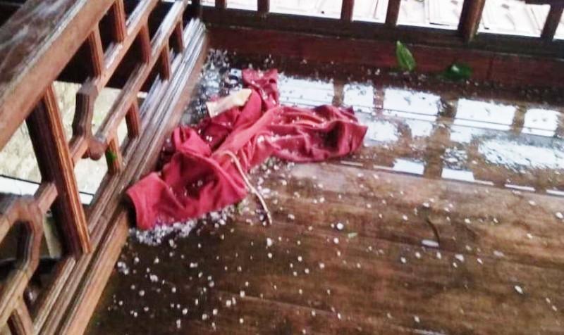 Lốc xoáy và mưa đá ập đến bất ngờ, 1 xã vùng biên Nghệ An thiệt hại nửa tỷ đồng