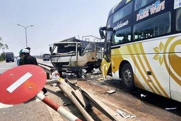 Quảng Nam: Nữ tài xế xe tải bị thương nặng sau cú tông của xe khách