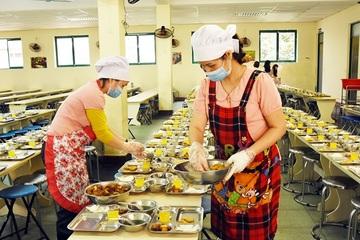 Ninh Bình: Nâng cao chất lượng, bảo đảm ATTP bữa ăn bán trú cho học sinh