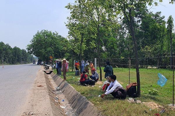 Xe khách tông container và xe máy, 1 người bị thương phải cấp cứu