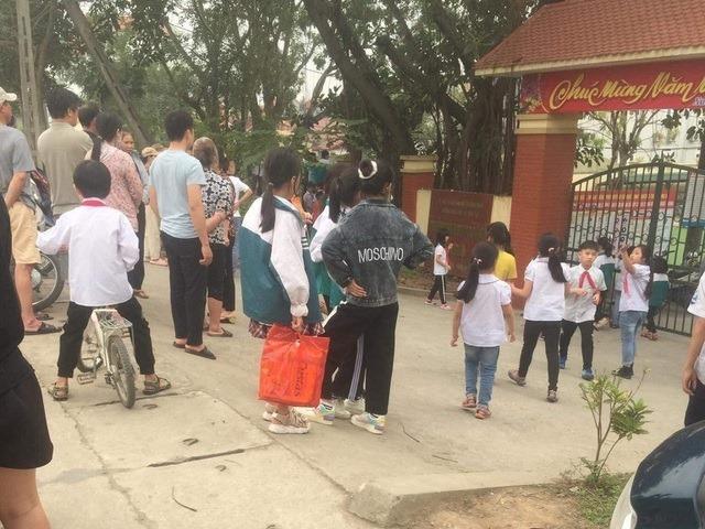 Nam sinh Hà Nội bị đâm chết trong giờ ra chơi: Hiệu phó xót xa nạn nhân là học sinh ngoan, hiền, học giỏi