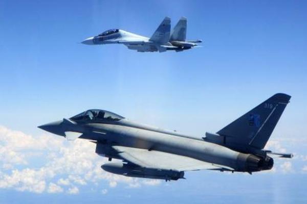 NATO 'gồng mình' đối phó với máy bay Nga