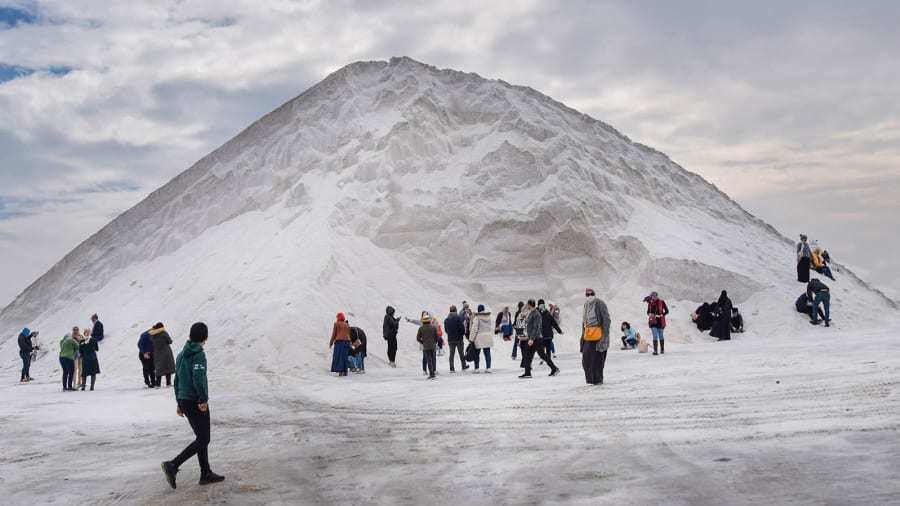 Sự thật về 'núi tuyết' trắng xóa giữa vùng nắng gió sa mạc Ai Cập