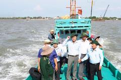Cà Mau: Vét luồng giúp tàu cá công suất lớn vào cửa biển Khánh Hội