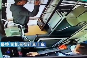 Người đàn ông quyết uống cạn chai rượu thừa để được lên xe buýt