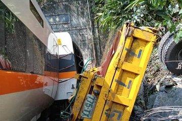 Tàu hỏa đâm xe tải khiến 36 người chết ở Đài Loan