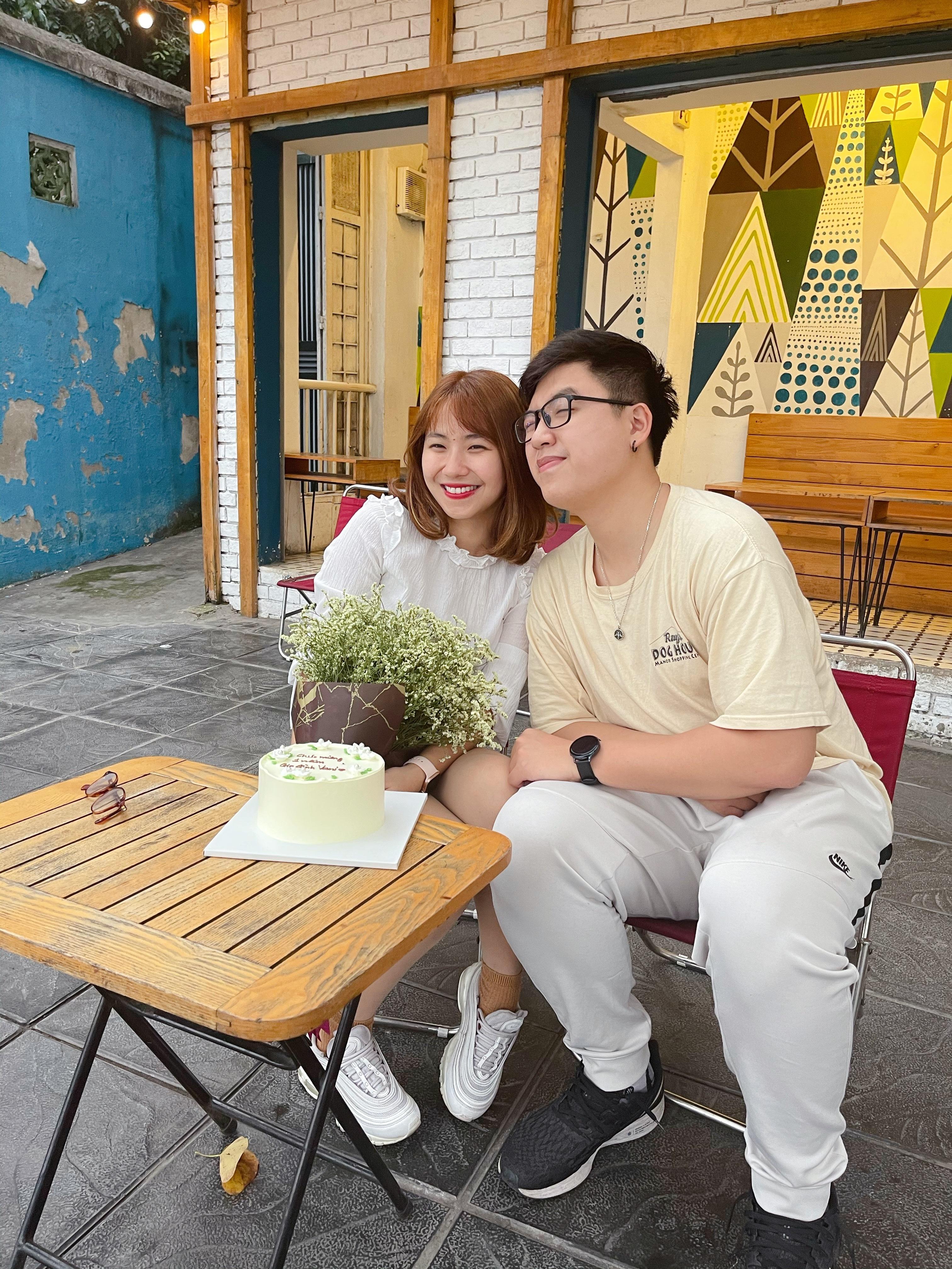 Chàng trai Hà Nội thật thà nói với bạn gái dạy văn: 'Nghe em giảng anh càng dễ ngủ'