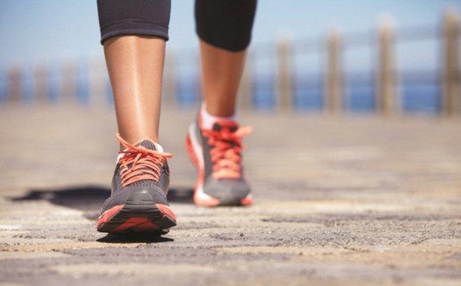 Sưng đau đầu gối vì thể dục: Ai không nên đi bộ?