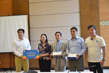 Trao tặng học bổng trực tuyến tại 10 tỉnh, thành phố