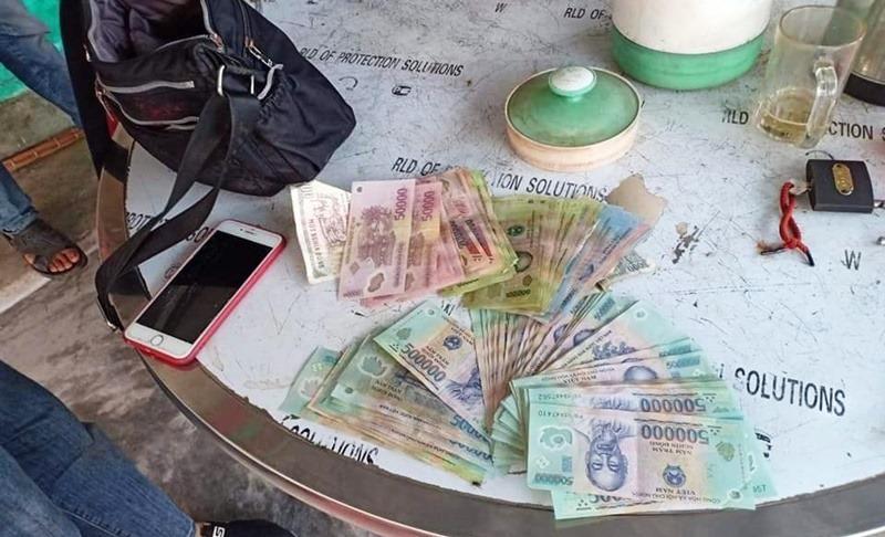 Lão nông nghèo nhặt được 60 triệu đồng, lập tức báo công an tìm người đánh rơi để trả lại