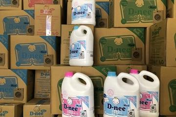 """Đột kích, tóm gọn """"kho"""" sản xuất hàng nghìn thùng nước giặt, rửa bát giả nhãn D-nee quy mô lớn"""