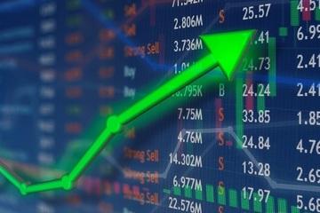 Chứng khoán vượt đỉnh lịch sử, nhà đầu tư có nên 'chốt' lời?