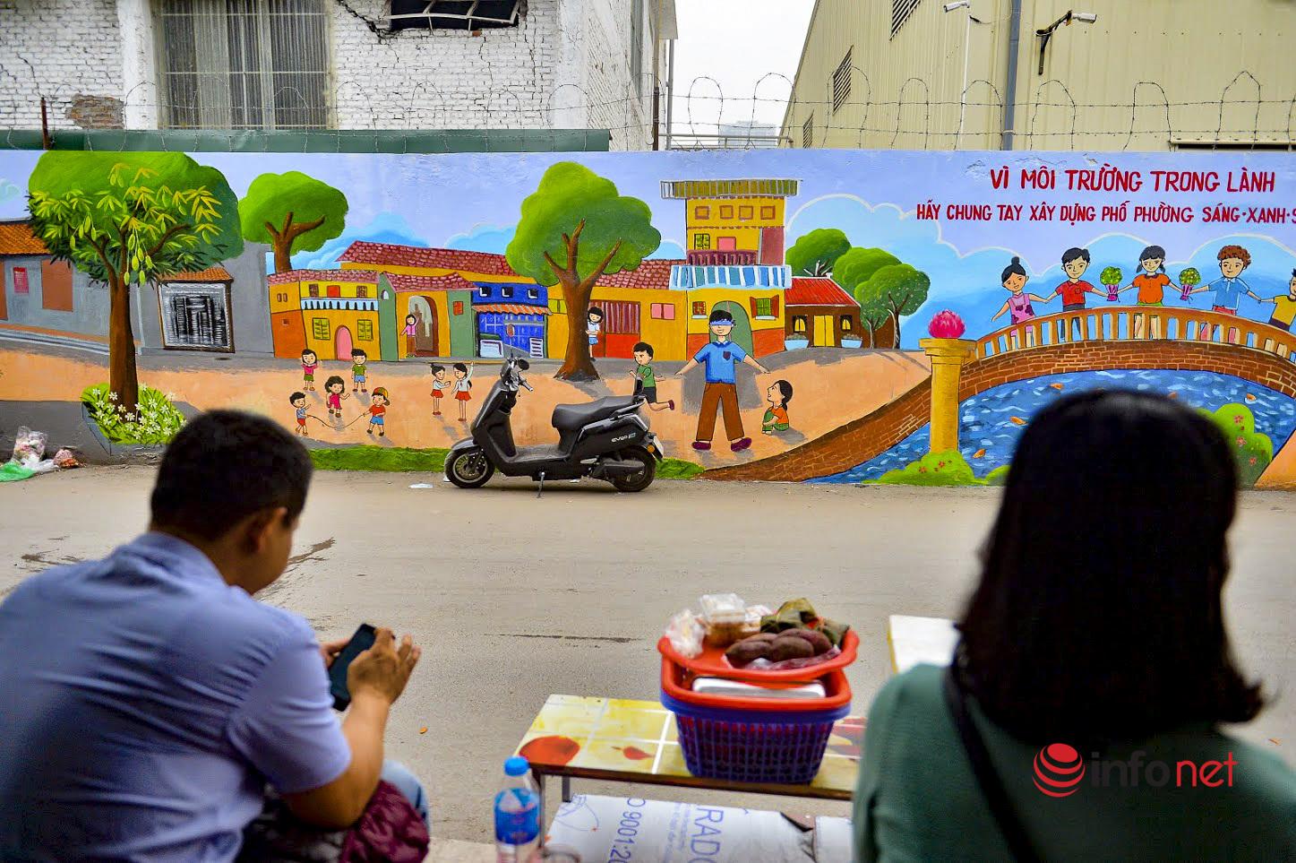Hà Nội: Bức tường bích họa xóa ký ức vụ cháy kinh hoàng 2 năm trước ở Công ty Rạng Đông