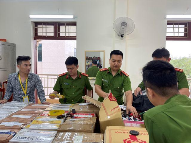 Bắt cặp vợ chồng mua thiết bị đánh bạc bịp từ Móng Cái về Thanh Hóa bán kiếm lời
