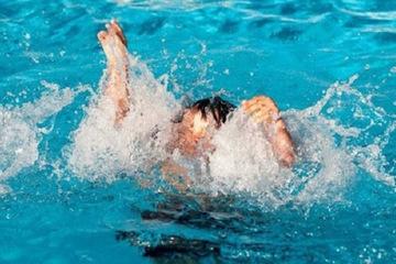 Vì sao không được dốc ngược, vác nạn nhân bị đuối nước rồi chạy?