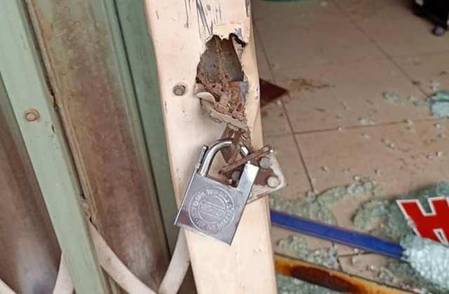 Kẻ hận tình khóa cửa, tạt xăng đốt tiệm cắt tóc có 5 người ngủ bên trong