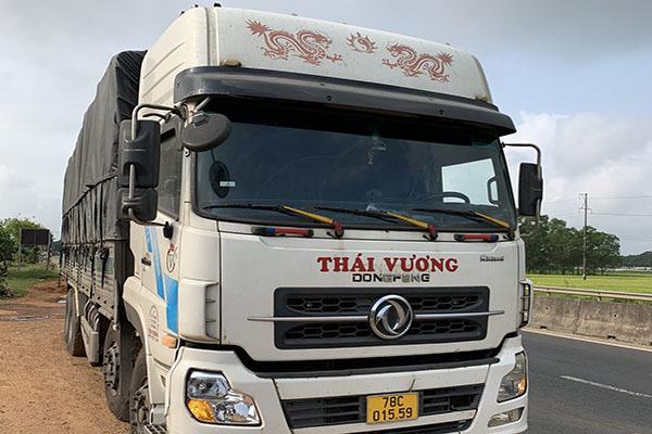 Quảng Trị: Ô tô chở quá tải 207%, tài xế cùng chủ xe bị xử phạt 48 triệu đồng