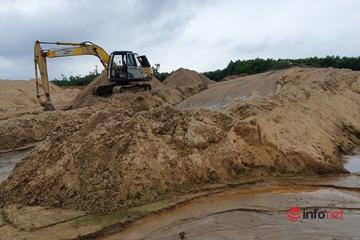 """Quảng Trị: Sở TN&MT vào cuộc xử lý bãi tập kết cát """"khủng"""" hoạt động trái phép trong rừng"""