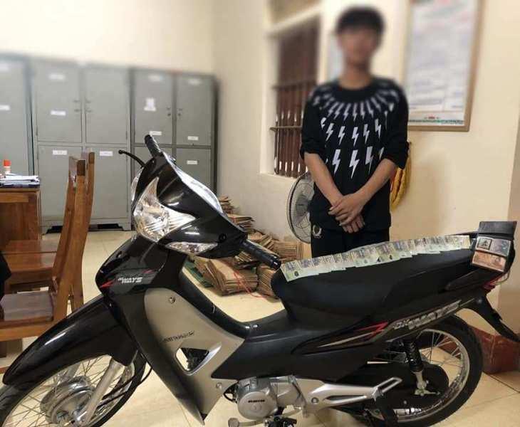 Thiếu niên mở két sắt nhà hàng xóm trộm tiền và vàng đi mua xe máy tặng bạn gái