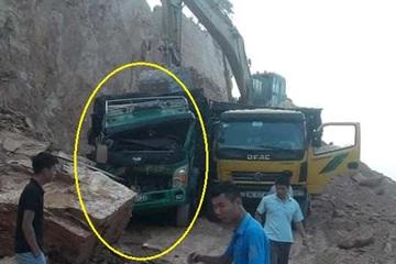 Hà Tĩnh: Khoét hàm ếch khai thác đá, đá rơi đè móp đầu xe tải