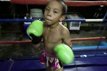 Cậu bé 9 tuổi lên võ đài mang theo ước mơ thoát nghèo