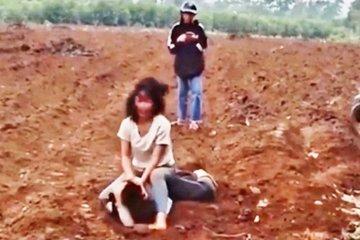 Nghệ An: Hai nữ sinh THCS vật nhau túi bụi giữa bãi đất trống