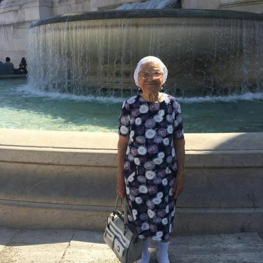 Chuyến du lịch vòng quanh thế giới đặc biệt của cụ bà 91 tuổi