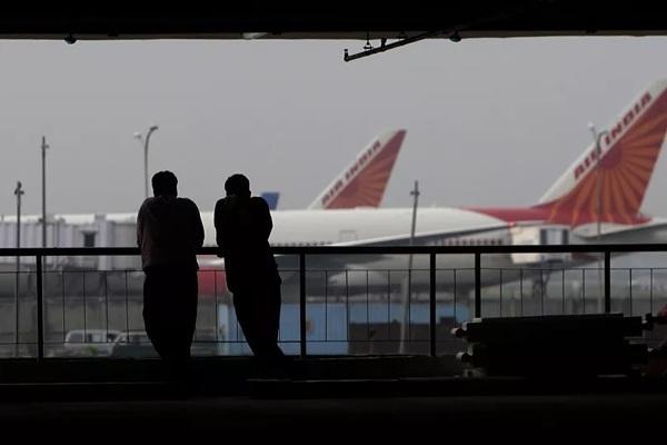 Cố tình 'khoe thân' trên máy bay, nam hành khách bị bắt