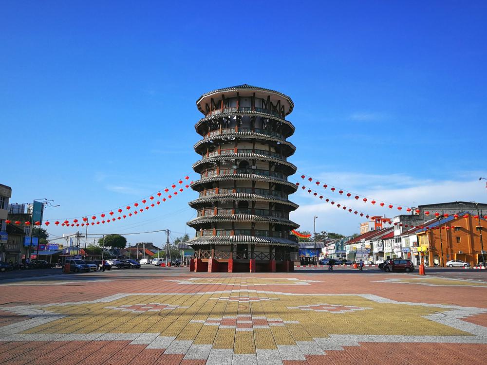 Cận cảnh 'tháp nghiêng Pisa' trăm tuổi ở Malaysia