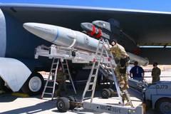 Siêu tên lửa AGM-183A của Mỹ thất bại trong lần thử đầu tiên