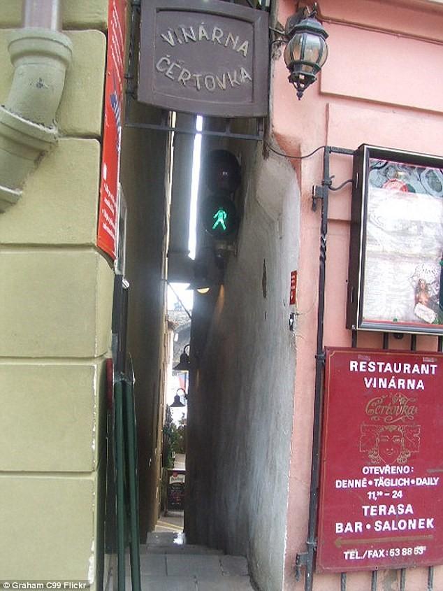 Đường phố chỉ rộng 50 cm hút khách du lịch ở châu Âu