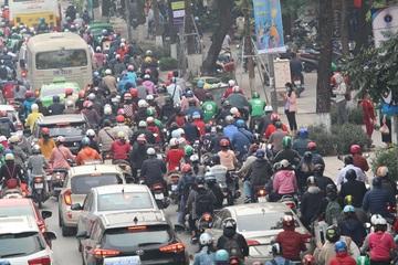 """Sợ hãi muốn rụng tim vì """"đặc sản"""" tạt đầu, võng vỉa của xe ôm công nghệ ở Hà Nội"""