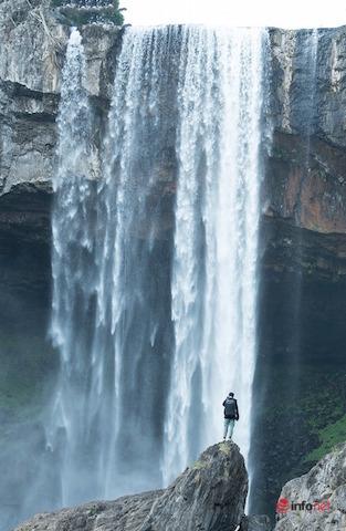 Như lạc chốn bồng lai nơi thác Hang Én đổ xuống