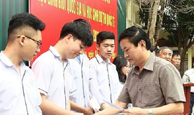 Thanh Hóa: Trao thưởng cho học sinh giỏi Quốc gia và học sinh dự thi quốc tế