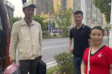 Người đàn ông may mắn đoàn tụ gia đình sau 10 năm bị lừa đi lao động khổ sai