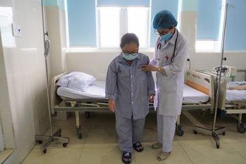 Linh động trong giờ phút cân não, bác sĩ cứu kịp thời nữ sinh bị đột quỵ