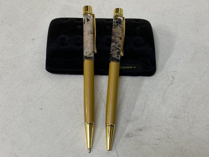 Kinh dị bút bi Nhật Bản trang trí bằng những con giun sống ký sinh