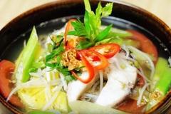 Cách nấu canh chua cá trắm dọc mùng cho bữa cơm gia đình thêm vị