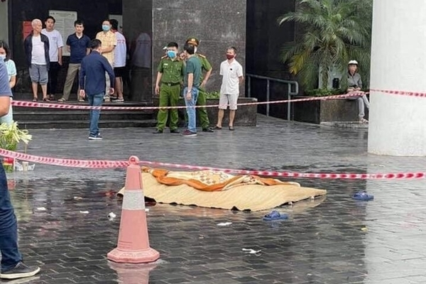 Hà Nội: Một người phụ nữ rơi từ tầng cao chung cư CT2 Thái Hà tử vong