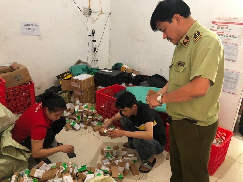 Hà Tĩnh: Xác minh lô hàng hơn 2.000 lọ nước hoa nghi nhái nhãn hiệu Chanel