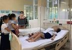 32 học sinh nhập viện cấp cứu sau khi chơi đồ chơi lạ mua trước cổng trường